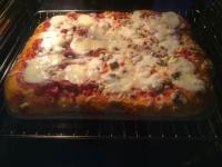 Pizza auf dem Zauberstein gebacken