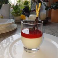 Schnelles Zitronenmousse mit Erdbeerspiegel