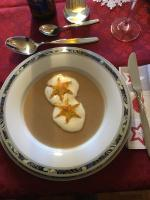 Maronensuppe mit Blätterteigsternen