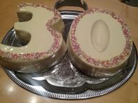 Schokoguss mit weißer  Schokolade.  300 gr Schokolade und 30gr. Öl. Hat super funktioniert.