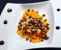 Karotten-Spaghetti mit gerösteten Kichererbsen & Dip