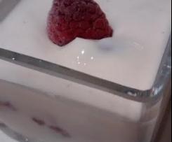 Quarkdessert/Quarkcreme mit Vanillepudding gemacht_MIT  Beeren Obst - superschnell - OHNE SAHNE