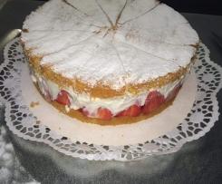 Käse Sahne Torte mit Erdbeeren