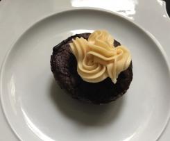 Kaffee Brownie Cupcakes mit Karamellcreme