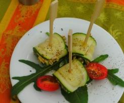 Mediterrane Zucchiniröllchen