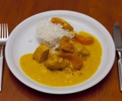 Hähnchenfilet in cremiger Currysauce mit Pfirsichen