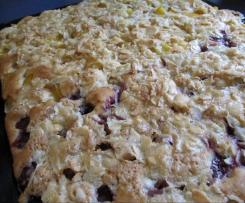 Obstblechkuchen mit Mandelknusper