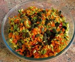 Curry-Brokkoli-Salat mit Kürbiskernen