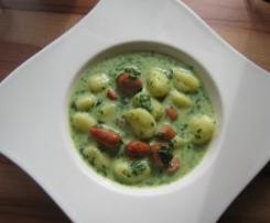 Pikante Gnocchi in Käse-Spinatsoße