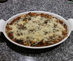 Überbackene Makkaroni mit Faschierter Sauce und Spinat