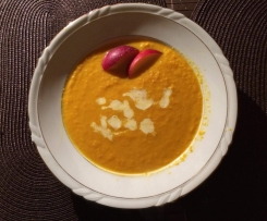 Möhren-Pfirsich-Suppe