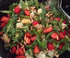 Variation von Spargel-Erdbeer-Salat