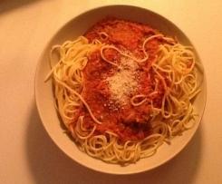 Leckere Tomatensoße mit frischen Tomaten