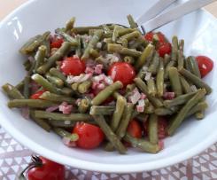 Bohnen-Tomaten-Salat mit Speck