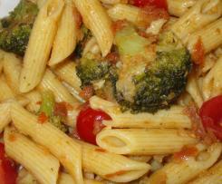 Penne mit getrockneten Tomaten und Brokkoli