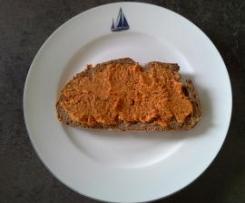 veganer Brotaufstich feurige Paprika