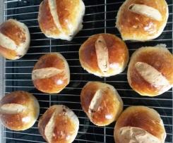 Variation von weiche Rosinenbrötchen wie vom Bäcker
