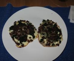 Flammkuchen (Mini) mit Spinat und Hackfleisch