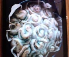 Rosenkuchen mit Kräuterfrischkäse