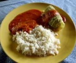 Wirsingrollen mit Hackfleischfüllung, Reis und Tomatensoße