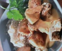 Hähnchen mit Mandel-Couscous in Aprikosensauce