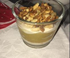 Apfelmus mit Zimt-Creme und Mandeln