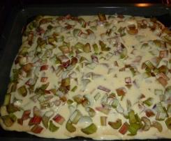 Rhabarberkuchen mit feiner Mandel - Rahm - Haube
