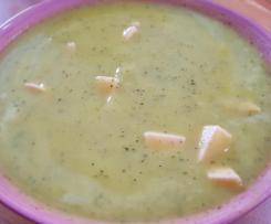 Kartoffelcremesuppe mit Zucchini