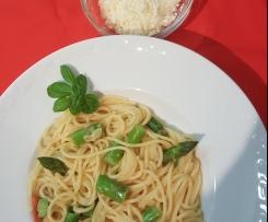 Gerrys feine Pasta mit Knoblauch und grünem Spargel