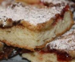 Hefekuchen mit Marmelade und Pflaumenmus