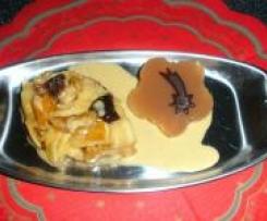 Weihnachtliches Punschgelee an glasierten Apfel-/Birnenspalten auf Lebkuchensahne