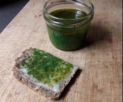 Minz-Pesto als Brotaufstrich für's Honigbrot