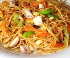 Chinesisch Nudeln mit Gemüse süß sauer