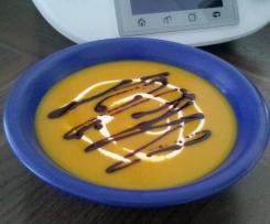 Kürbissuppe mit Kokosmilch, Ingwer und Chilli