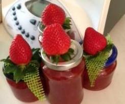 Erdbeer-Allrounder/Softaufstrich  mit karamellisierten Mandeln- Topping für Torten/Desserts