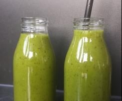 Green Power Smoothie (Banane Nektarine Spinat)