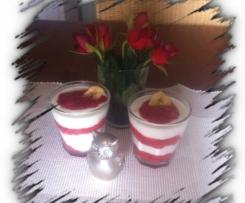 Erdbeer-Jogur Dessert im Glas