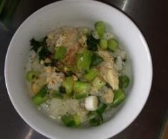 Thailändische Reissuppe mit Huhn  -  (Khao Tom)