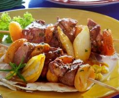 Grillspieße mit Rinderfilet und Aprikosen