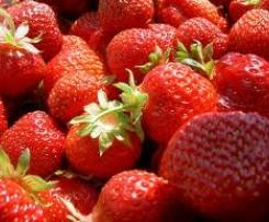 Variation von Erdbeerlikör