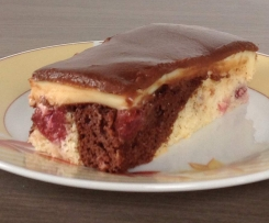 Donauwelle mit Puddingcreme und weichem Schokoguß