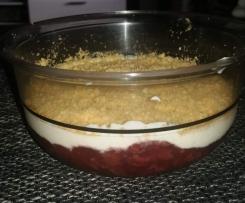 Quarkschicht Dessert mit Kirschen und Spekulatius