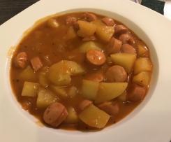 Kartoffelgulasch mit Würstel