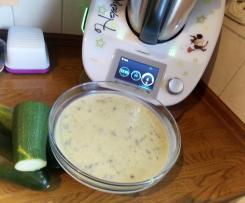Zucchini-Käse Suppe mit Hack