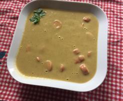 Würzige Gemüsesuppe mit Würstchen
