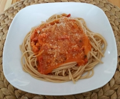 Spaghetti mit Tomatenbaconsoße