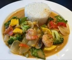 Variation Rotes Thai-Curry mit Garnelen und knackigem Gemüse