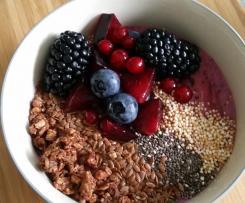Berry Smoothie Bowl - super schnell und einfach aus gefrorenen Früchten