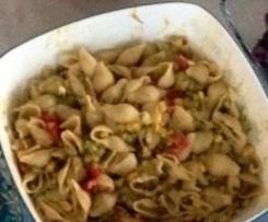 Nudelsalat mit cremiger Avocadosoße