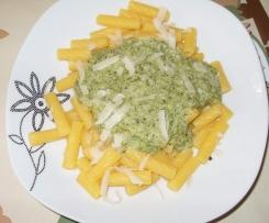 Nudeln mit Frischkäse-Brokkoli-Sauce